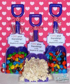 Pool Party Favors Ideas summer pool party ideas Shovel Idea