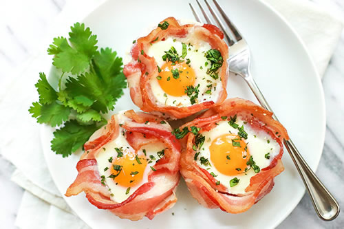 3-Ingredient-Bacon-and-Egg-Cup-easy keto breakfast recipe
